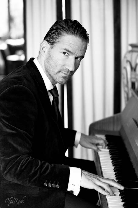 Portrait of an actor and singer playing his piano.
