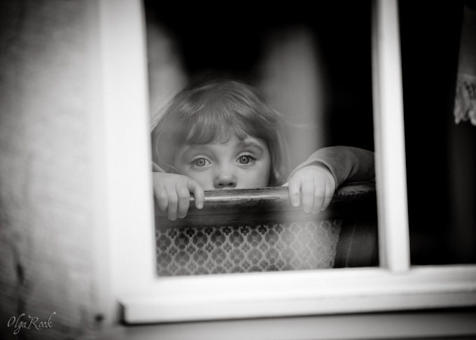 fineart children portraiture: a nostalgic image of a little girl in a window