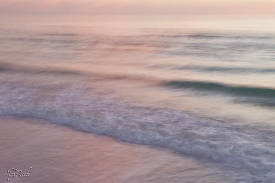"""een """"impressionistische"""" foto van de zee bij zonsondergang: lange sluitertijd"""