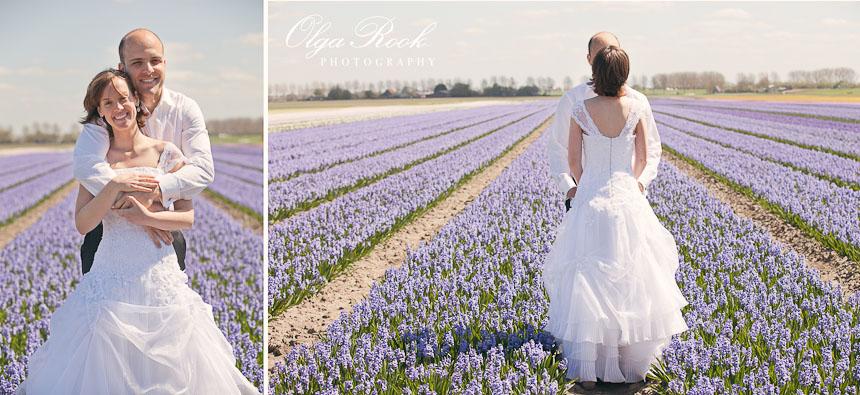 Trash the dress fotoreportage in de bollenstreek: het paar tussen de lila hyacinten.