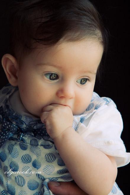 Klassiek en dromerig portret van een baby meisje.