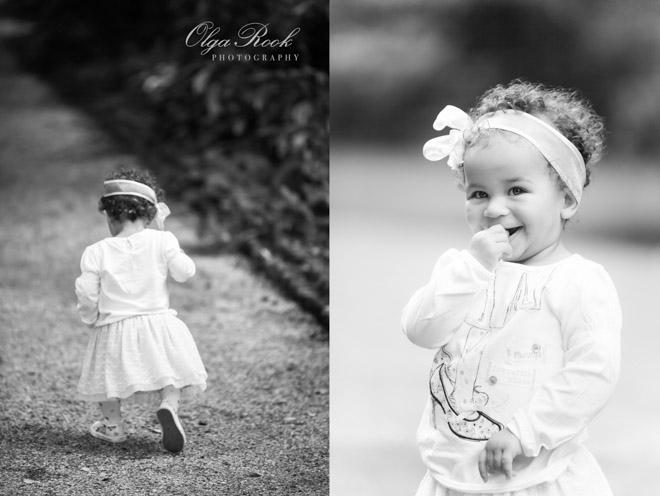 Foto's van een klein meisje in nostalgisch zwart-wit.