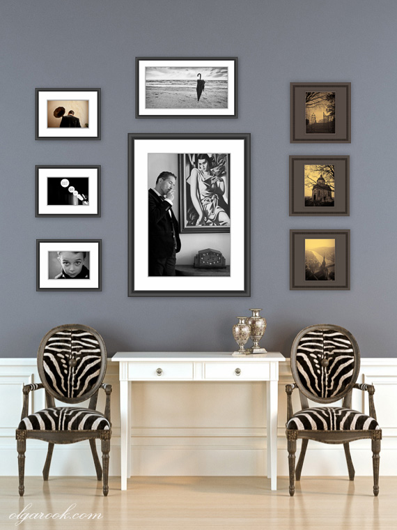 Example of a wall decoration with portraits and fine art in a salon style gallery