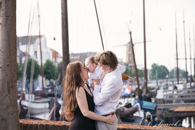 Portrait of a couple playing with their baby on a bridge in Delfshaven.