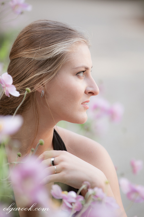 Outdoor portrait: a beautiful woman's profile
