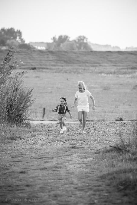 fotoshoot kinderen in het veld in Arnhem