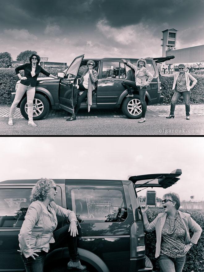 Stoere foto van vier dames bij een Land Rover.