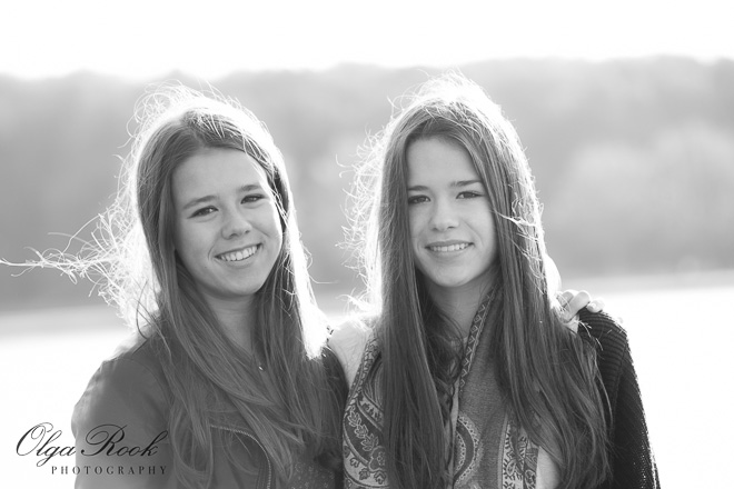 Portrait of two sisters at a lake in Rotterdam