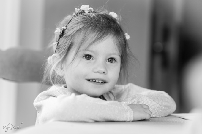 Children and family location photography in Gent region: portrait of a little girl
