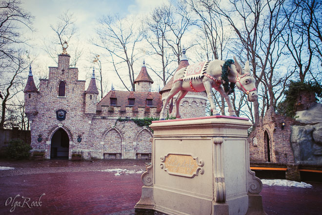 The square with the Donkey in the Efteling park in the winter