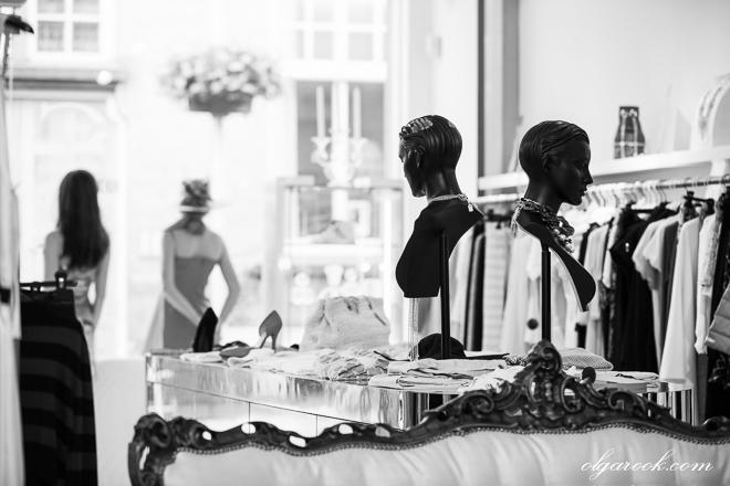 foto van een kledingwinkel