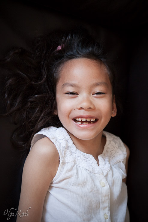 photo of a laughing little girl