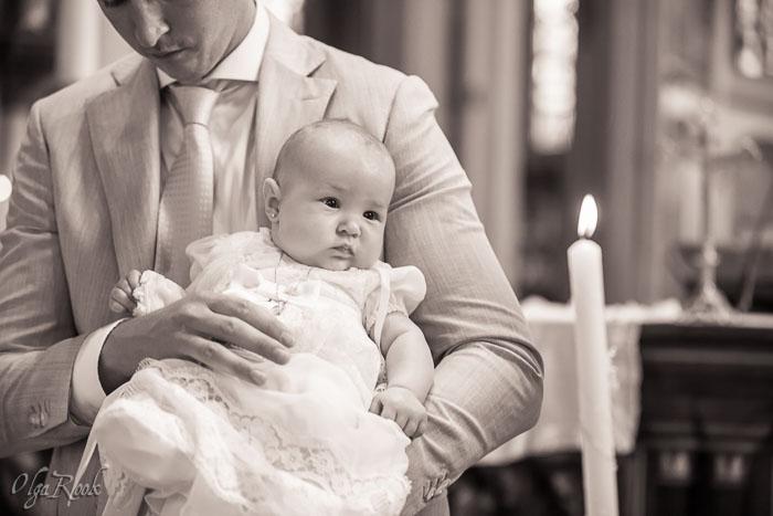 Doopreportage: een baby en haar doopkaars