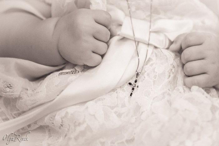Doopreportage: het kruisje op een baby