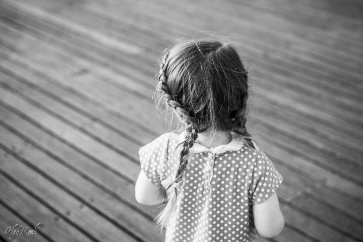 Nostalgische foto van een klein meisje
