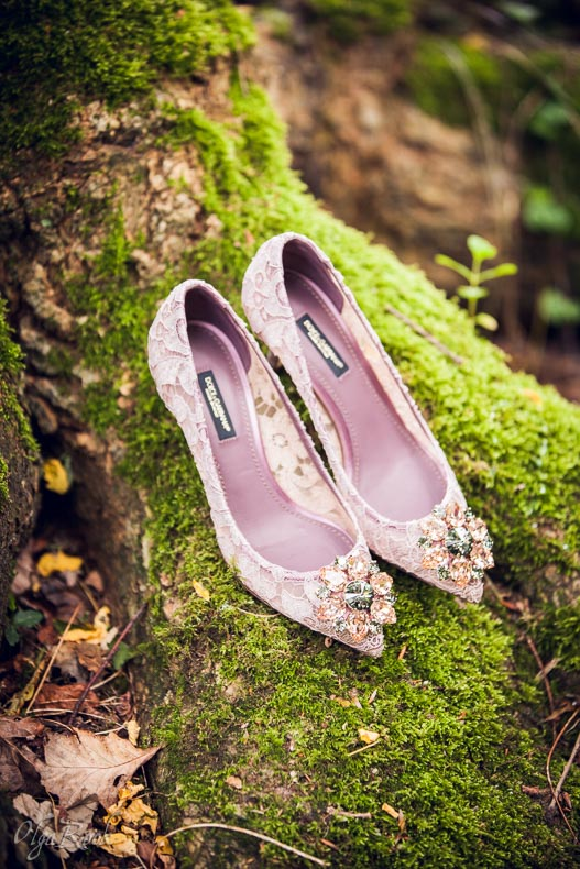 the magic of shoes: Nicole's gorgeous D&G shoes during her photo shoot in a park