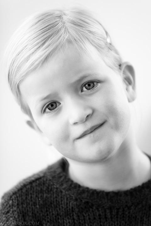 klassieke portret van een klein meisje met een lief blik
