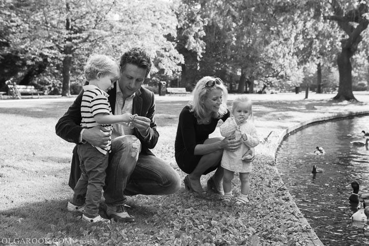 foto van een gezin met kinderen in Westerpark