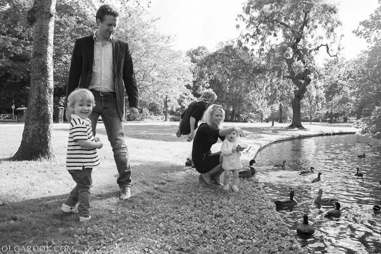 foto van een gezin met kleine kinderen in Westerpark