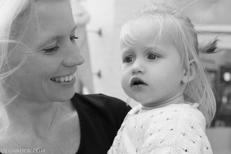 foto van een moeder en een dochter