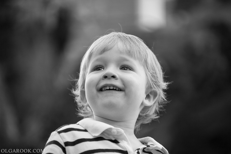 foto van een lachend jongetje