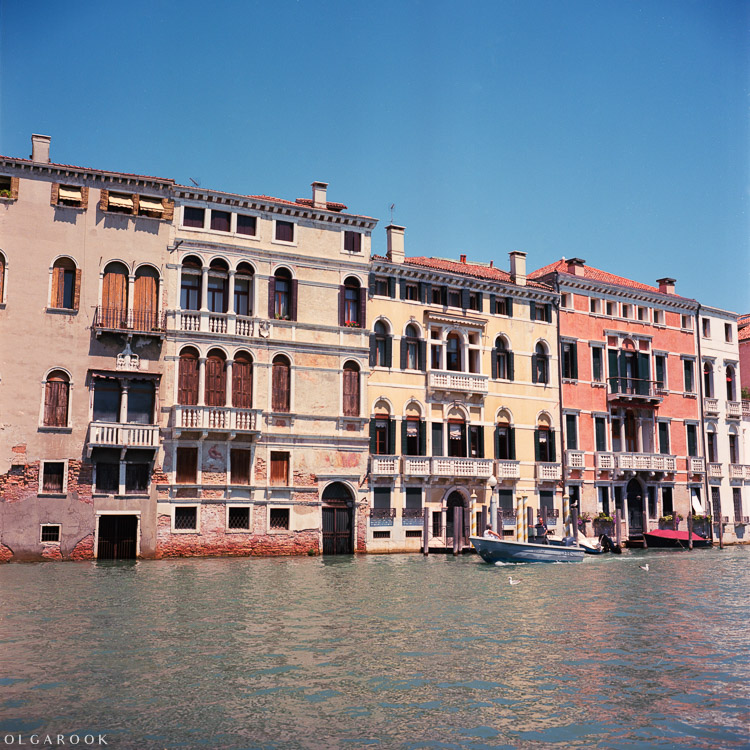 Olga_Rook_Venice_analogue_medium_format_film-14