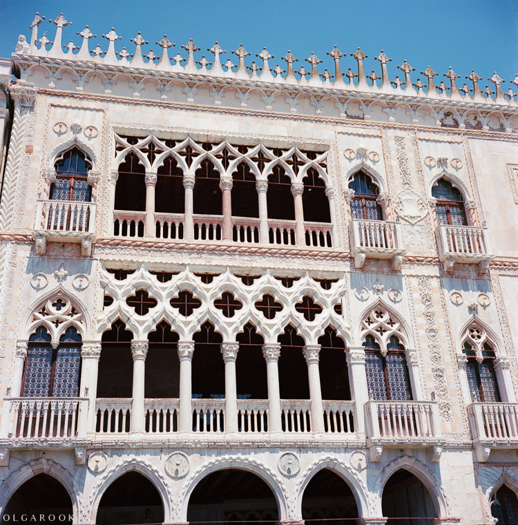 Olga_Rook_Venice_analogue_medium_format_film-9