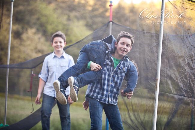 Foto van vrolijke jongens.