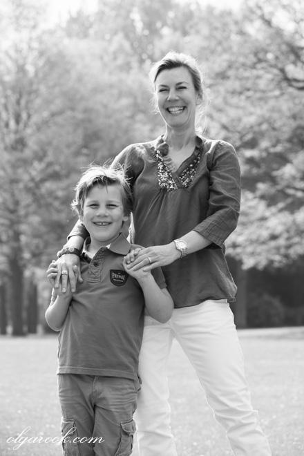 foto van lachende moeder en zoon