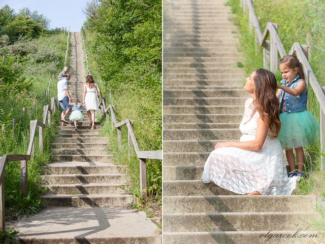 Gezinsfoto op een trap in de duinen
