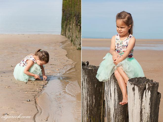 Foto's van een klein meisje op het strand
