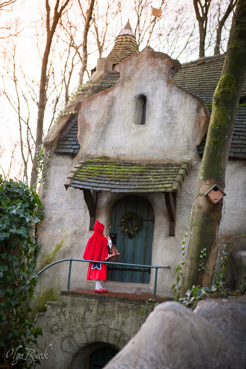The Little Red Riding Hood in front of her granny's house