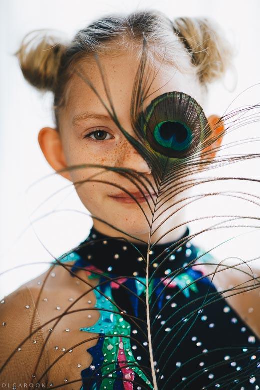 Kleurrijk portret van een klein meisje