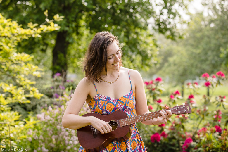 musicerend in een prachtige tuin