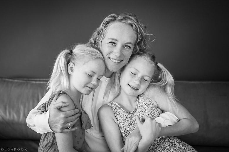 Amsterdam-gezinsfotografaaf-moeder-kinderen-OlgaRook